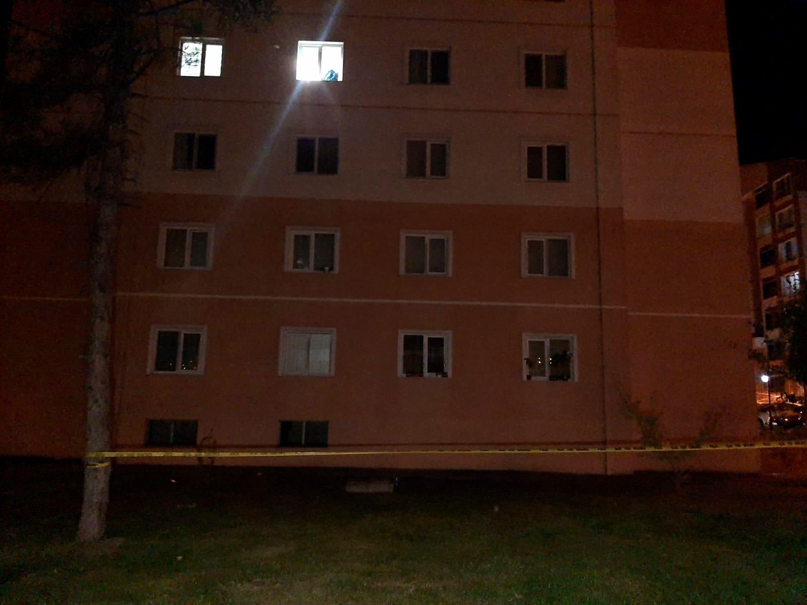 4'üncü kattaki evinin penceresinden düşen kadın yaralandı